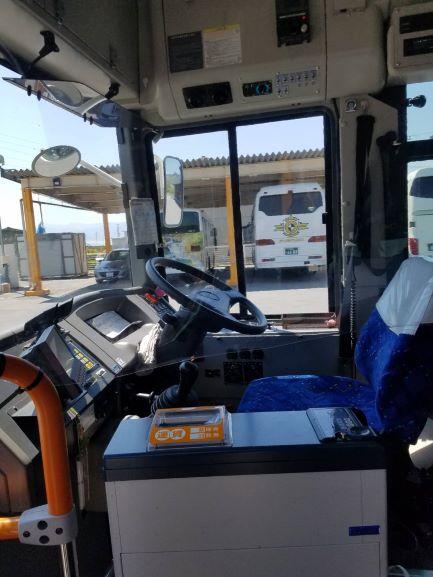 路線バス運転席1.jpg