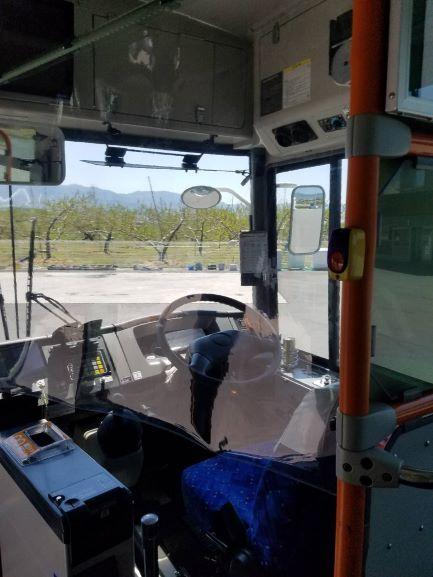 路線バス運転席2.jpg